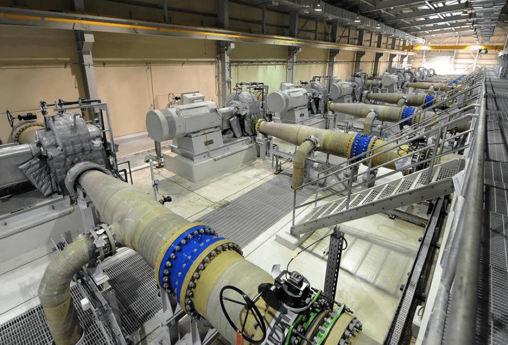 Cas : usines de dessalement: Les limiteurs de débit BT-Maric sont installés dans les conduites de grand diamètre, de sorte qu'un débit précis d'eau de dilution précis est fourni indépendamment des variations de la pression d'eau en amont.